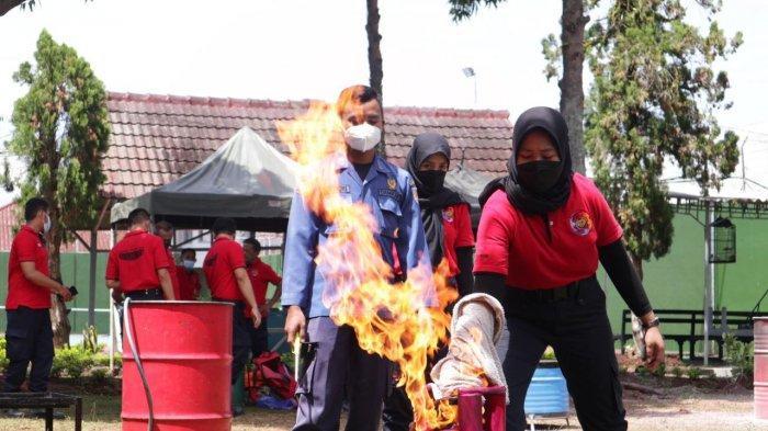 Lapas Semarang Latihan Padamkan Api Pakai Handuk dan Karung Goni Basah