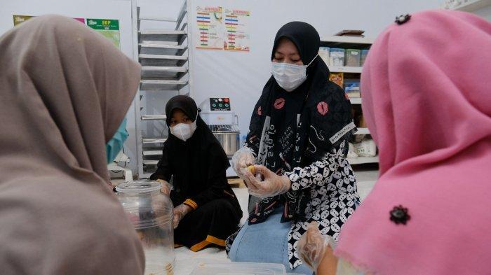 Sukses Jadikan Ponpes Inkubator Santripreneur, SG Dorong Lathifah ke WEPs Awards