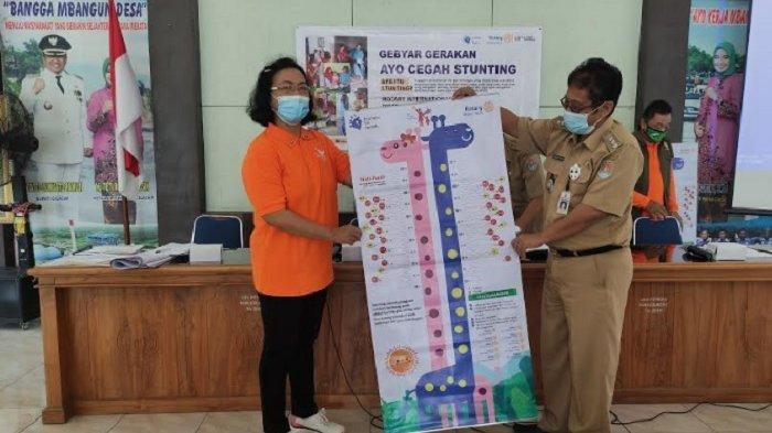Launching program Ayo Cegah Stunting, dan pemberian mistar di kantor Kecamatan Kesugihan, Kabupaten Cilacap, pada Senin (12/4/2021).