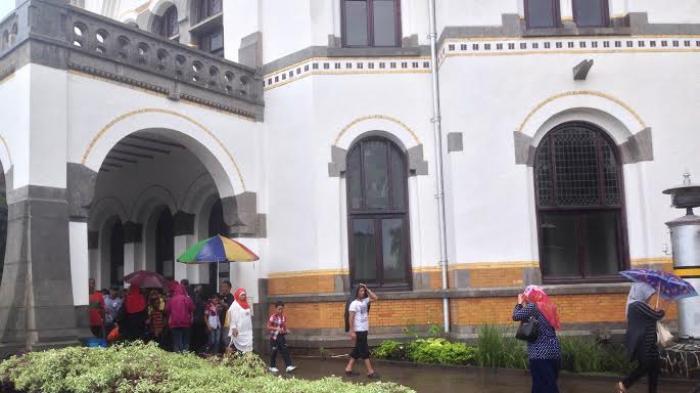 Arsitek Belanda Ini Ungkap Rahasia Bangunan Belanda-Indonesia di Hadapan Mahasiswa Unika