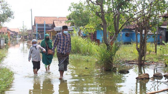 Lebaran Warga Pekalongan Nyeker Bersilaturahmi ke Rumah Tetangga
