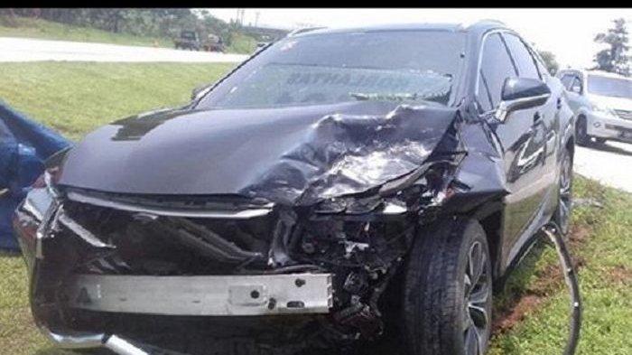 Hotman Paris Bongkar Harga Mobil Lexus Miliknya yang Baru Terlibat Kecelakaan, Siapa yanga Bawa?