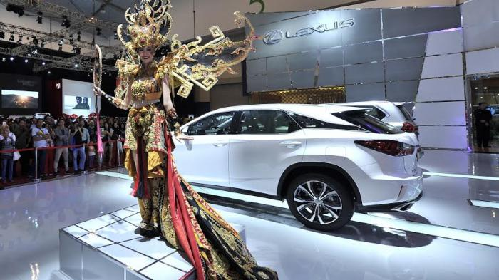 Lexus Tampilkan Berbagai Kostum Nasional di GIIAS 2016, Sambut Kemerdekaan RI