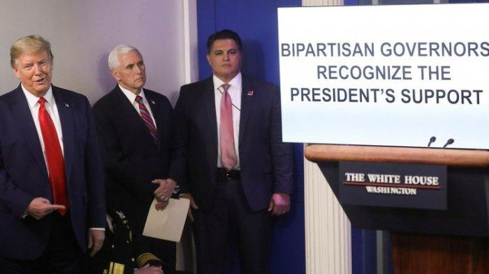 Donald Trump Bikin Kaget Wartawan saat Pimpin Briefing Corona, Siaran Langsung Buru-buru Dihentikan