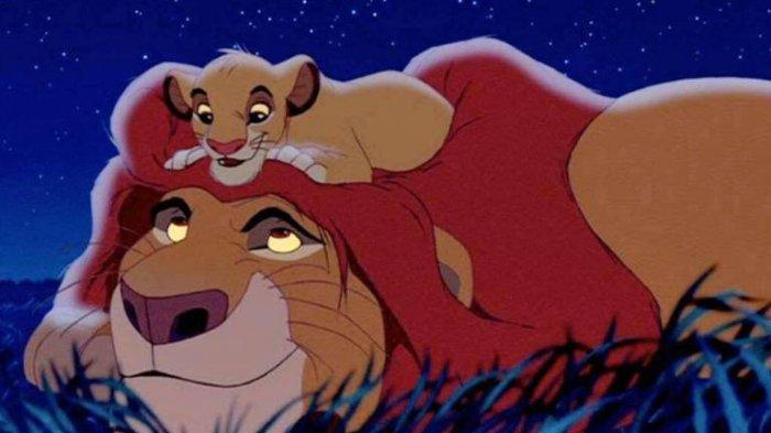 Tertangkap Kamera, Ayah Singa Ini Peluk Anaknya Seperti di Film Lion King