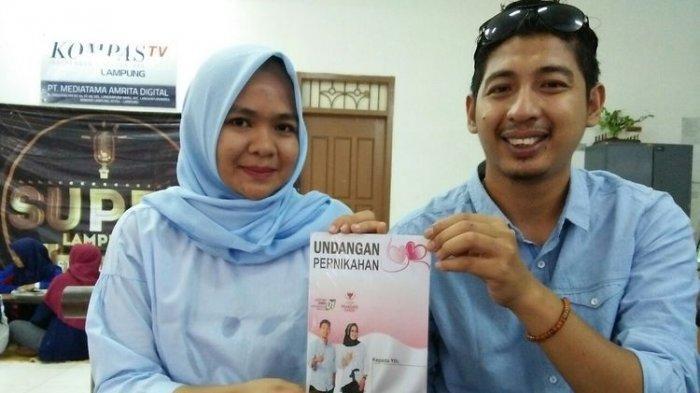 Berbeda Pilihan Presiden, Dua Sejoli Ini Pasang Foto Undangan Nikah Bersimbol Dua Capres