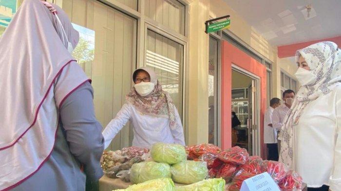 Bantu Pelaku UMKM di Kabupaten Tegal, Bupati Umi Launching Gerakan Nglarisi Jajan Wonge Dewek