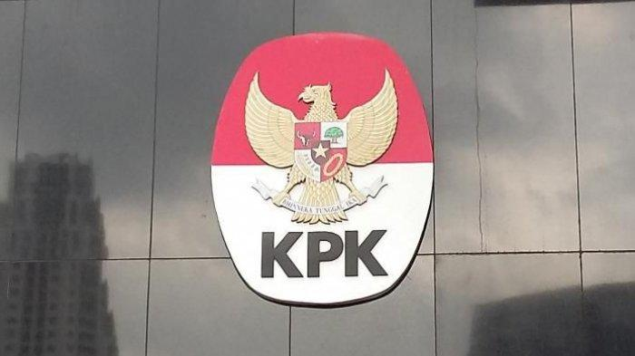 Romahurmuzy Bermasker saat Tiba di KPK