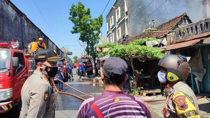 Rumah Kosong di Gajahan Pasar Kliwon Dilalap Si Jago Merah, Berawal dari Bakar Sampah