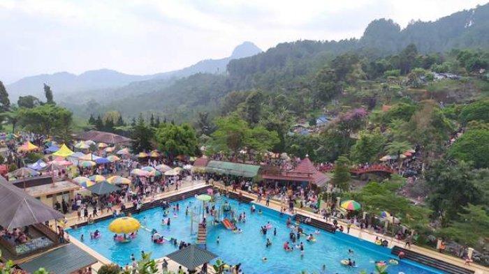 Kepadatan pengunjung lokawisata Baturraden musim lebaran, pada Kamis (6/6/2019).   TRIBUNJATENG/Permata Putra Sejati