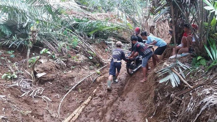 DUH, Jalan Kabupaten di Sijeruk Banjarmangu Hancur tak Berbentuk Karena Longsor