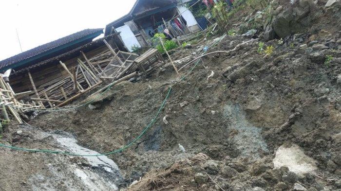 Longsor Rusak Rumah, Gedung Sekolah dan Jalan di Gumingsir Banjarnegara