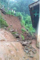Talud di Dusun Gunung Telu Kajen Longsor, Nyaris Timpa Rumah Warga