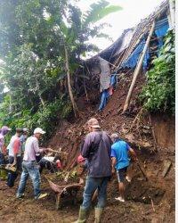 Longsor terjadi di Kecamatan Kandangan Temanggung beberapa waktu lalu.