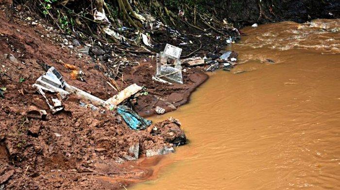 Sejumlah Mayat Keluar Makam, Hanyut ke Sungai Saat Longsor: Jasadnya Lewat Gitu Aja di Sebelah Saya