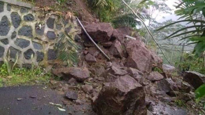 Longsor di Desa Prendengan Banjarnegara, Batu Besar Penuhi Jalan Kabupaten