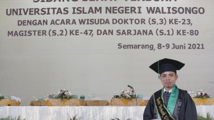 Pria Asal Bojonegoro Ini Jadi Lulusan S2 Terbaik FITK UIN Walisongo Semarang