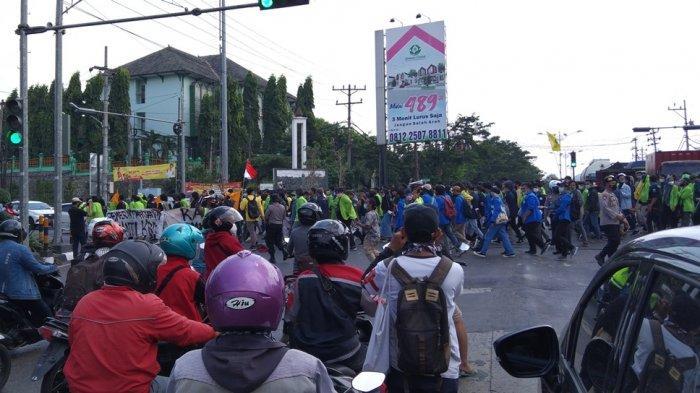 Aksi Demonstrasi May Day 2021 di Semarang Diwarnai Gesekan Mahasiswa dengan Aparat