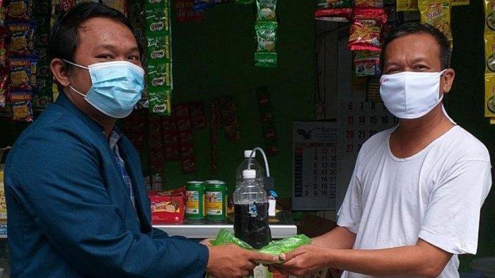 Mahasiswa Undip Buatkan Dispenser Handsanitizer Otomatis Ke Warga Bringin Semarang