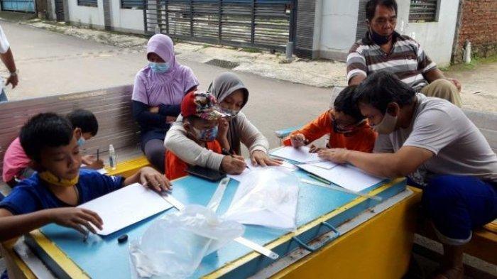 Mahasiswa Undip Ajari Siswa SD di Semarang Menggambar Gedung Pencakar Langit