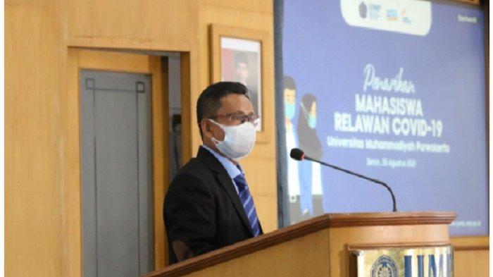 Mahasiswa KKN Universitas Muhammadiyah Purwokerto (UMP), Banyumas Jawa Tengah berhasil menerima sebuah penghargaan Relawan Covid-19 dari Bupati Banyumas.