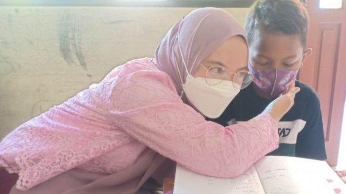 Jadi Guru Sekolah Inklusi, Air Mata Mahasiswi Unisbank Semarang Ini Terus Meleleh Karena Hal Ini