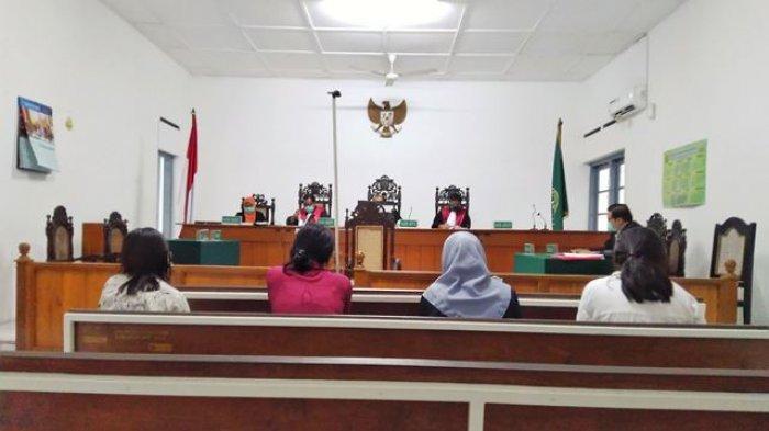 Majelis hakim ketika membacakan vonis terhadap terdakwa pembunuhan sadis Achmad Muhailil Churi alias Gus Cholil di Banyuanyar Solo, Selasa (5/1/2021).