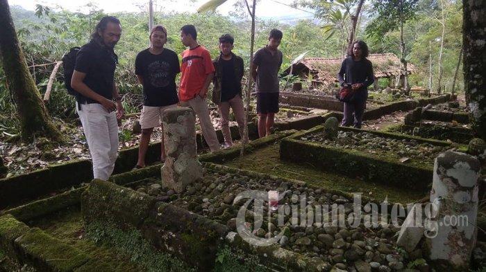 Peziarah Protes Pengambilan Nisan Makam Kuno Stanagede Wonosobo Diam-diam