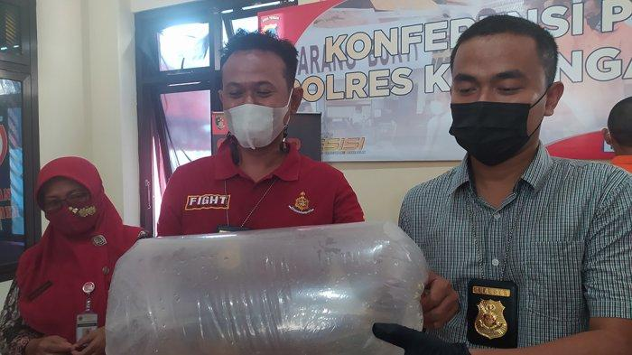Maling Tak Berpengalaman Jual Ikan Koi di Medsos Karanganyar, Polisi Senyum-senyum