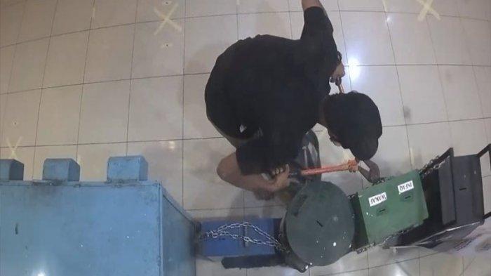Viral Bocah Lelaki Diikat Lehernya Setelah Ketahuan Mencuri Kotak Amal untk Makan