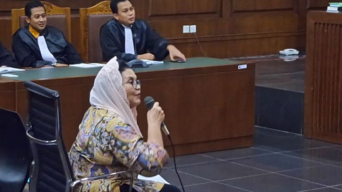 Mantan Menkes  Siti Fadillah Supari Bebas Murni