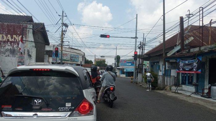 Manusia Silver Muncul Lagi di Perempatan Jalan di Purwokerto, Satpol PP: Nangkapnya Kucing-Kucingan
