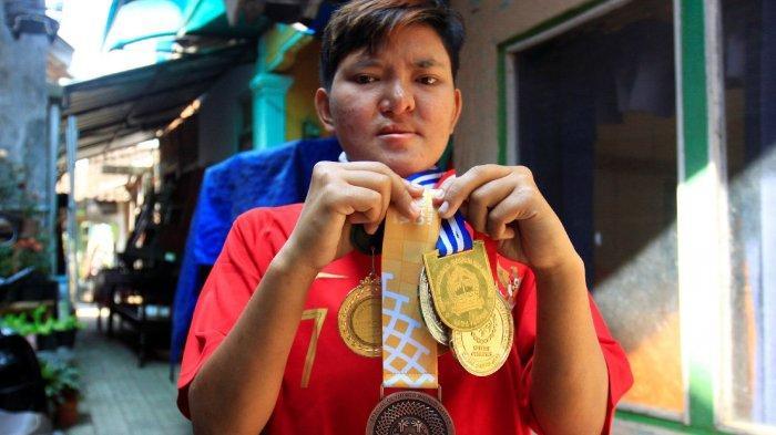 Dekat Rumah Bupati Temanggung Hidup Kapten Timnas Sepak Bola Putri Disabilitas yang Jadi Buruh Cuci