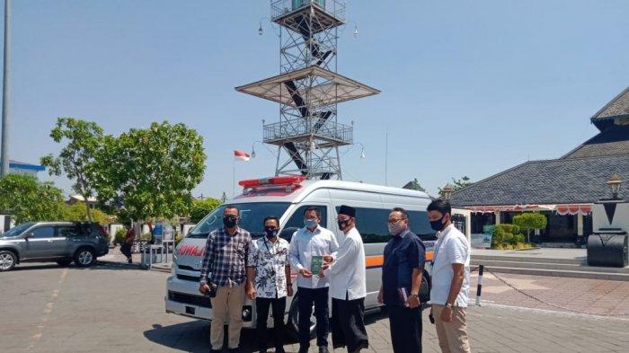 Masjid Agung Demak Terima Bantuan Mobil Ambulans dari BRI
