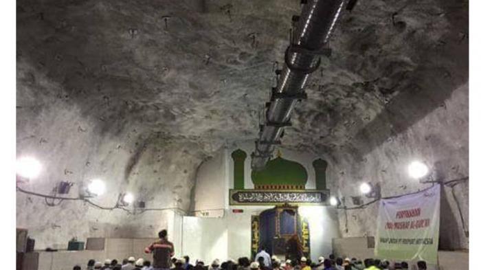 SUBHANALLOH!  Karyawan Ini Ibadah Shalat Tarawih di Kedalaman 1.700 Meter
