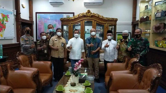 Takmir Renovasi Masjid Baitussakirin Pesona Griya Batang Dipuji Bupati: Tanpa Sambat Bantuan