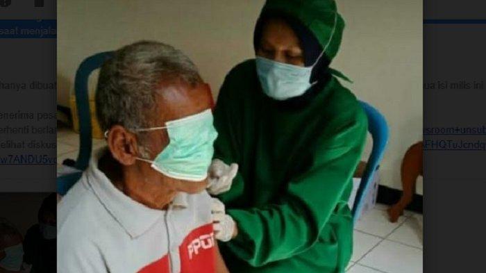 VIRAL Vaksinasi Lansia di Jatipuro Karanganyar, Takut Disuntik Lansia Tutup Mata Pakai Masker