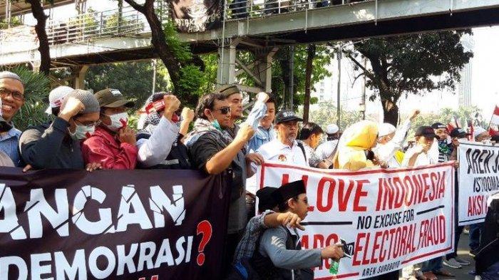 Peserta Aksi di Gedung MK dari Jawa Tengah hinggaJawa Timur
