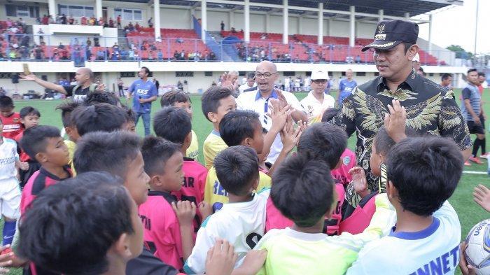 Masyarakat Antusias Ikuti Pertandingan Sepakbola di Stadion Citarum Semarang