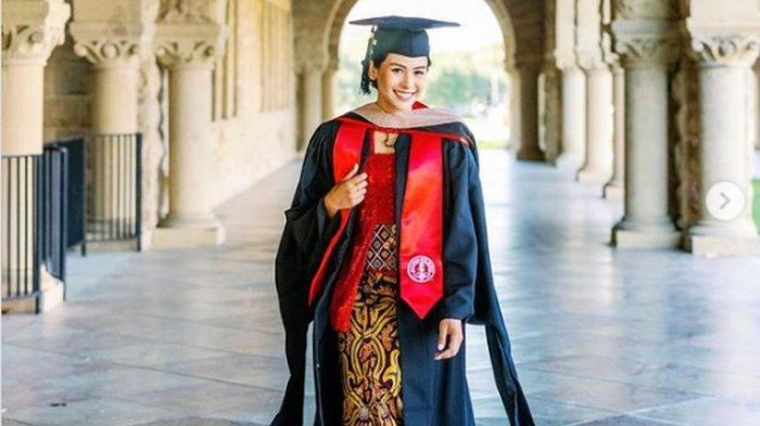 Maudy Ayunda Lulus S2 Standford University