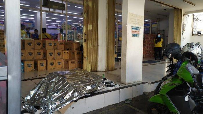 BREAKING NEWS: Gelandangan Tewas di Depan Indomaret Jalan Kyai Saleh Semarang