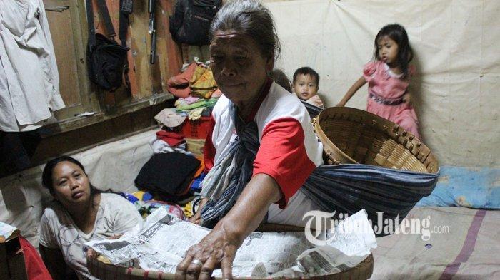 Mbah Ginem Nangis Sesenggukan Ditipu Wanita Gendut Borong Dagangan Buat Jumat Berkah di Semarang