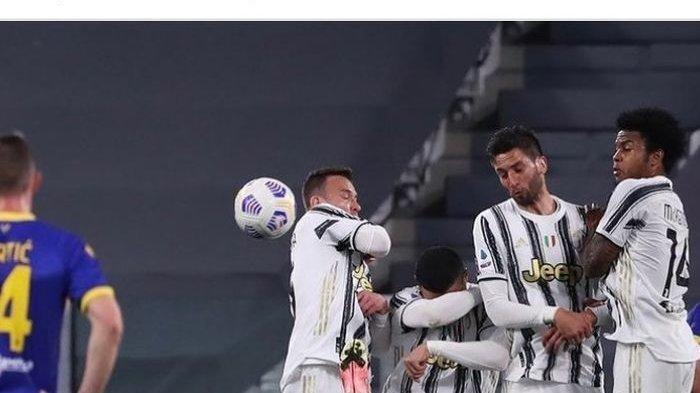 Cristiano Ronaldo Kembali Gagal Jadi Pagar Betis, Lebih Pilih Lindungi Muka Daripada Menghalang Bola