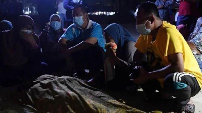 Melansir dari Harian Metro, Sabtu (27/2/2021) Fitrah Dhia Zulaikha Zaidi merupakan korban yang selamat ketika terjadi insiden di Pantai Sungai Ular, Kuantan.