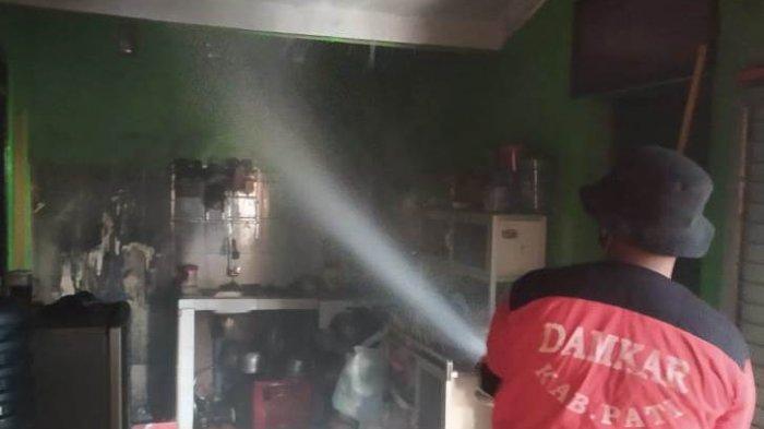 Beruntung, Damkar Pati Berhasil Padamkan Api Sebelum Merembet ke Bagian Rumah