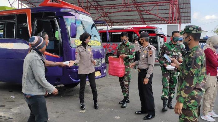 TNI-Polri Dirikan Dapur Umum Bantu Warga Terdampak Covid-19 di Wonogiri