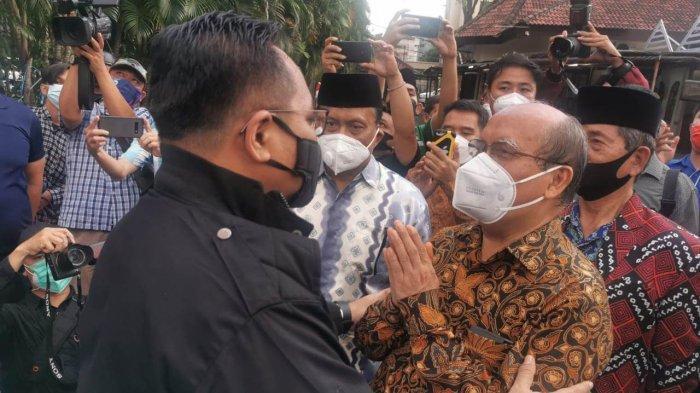 Kunjungi Gereja Katedral yang Terkena Bom Makassar, Menag Gus Yaqut: Kita Lawan Teror