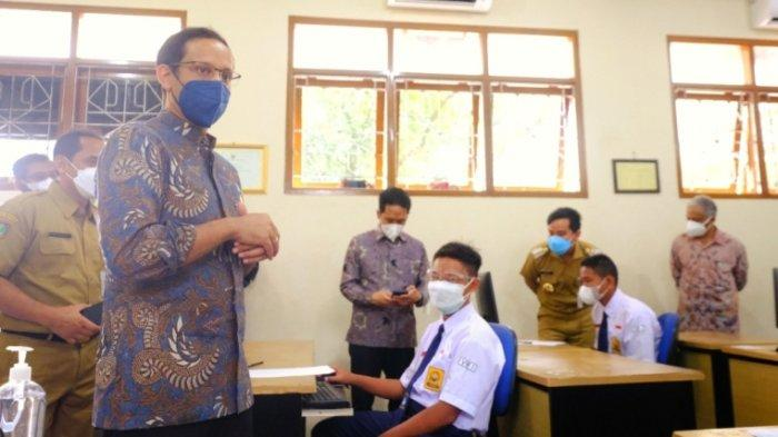 Tinjau Pembelajaran Tatap Muka di Solo, Mendikbudristek Ingatkan Sekolah Terapkan Prokes