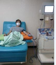 PenyintasCovid-19 mendonorkan plasma darah mereka untuk terapikonvalesen bagi penderita Covid-19, di UDD PMI Jateng, Kota Semarang.