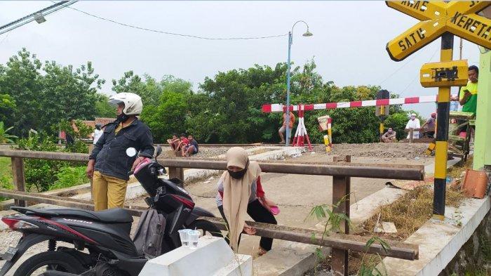 Palang Perlintasan Kereta di Kalijambe Akhirnya Ditutup, Warga Keluhkan Harus Putar Arah 5 Kilometer